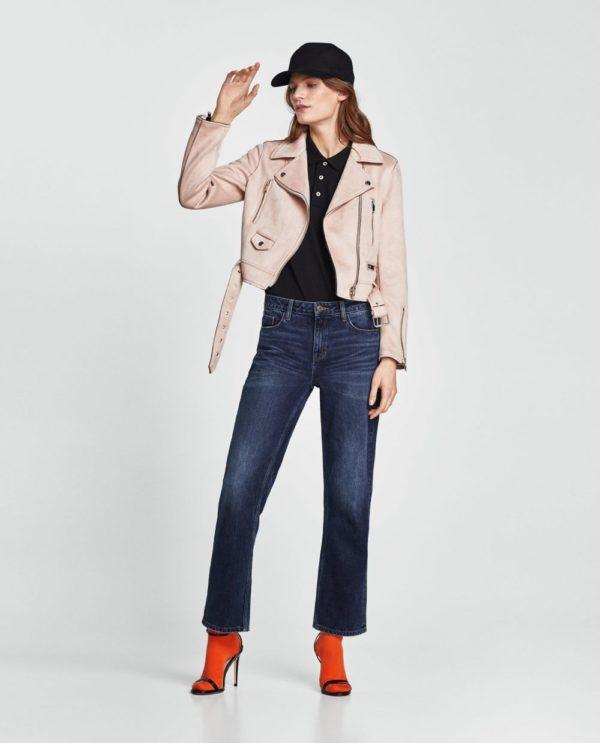 стильные луки 2021: с джинсами и розовой курткой