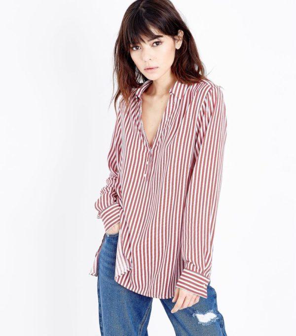 с полосатой блузой