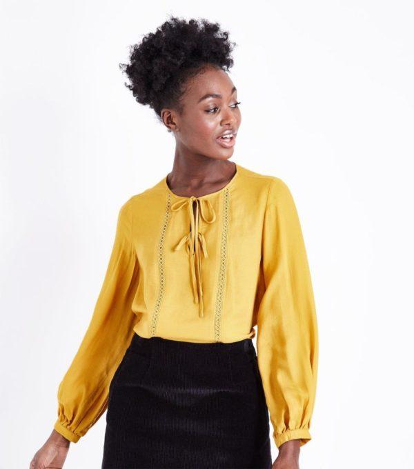 с желтой блузой