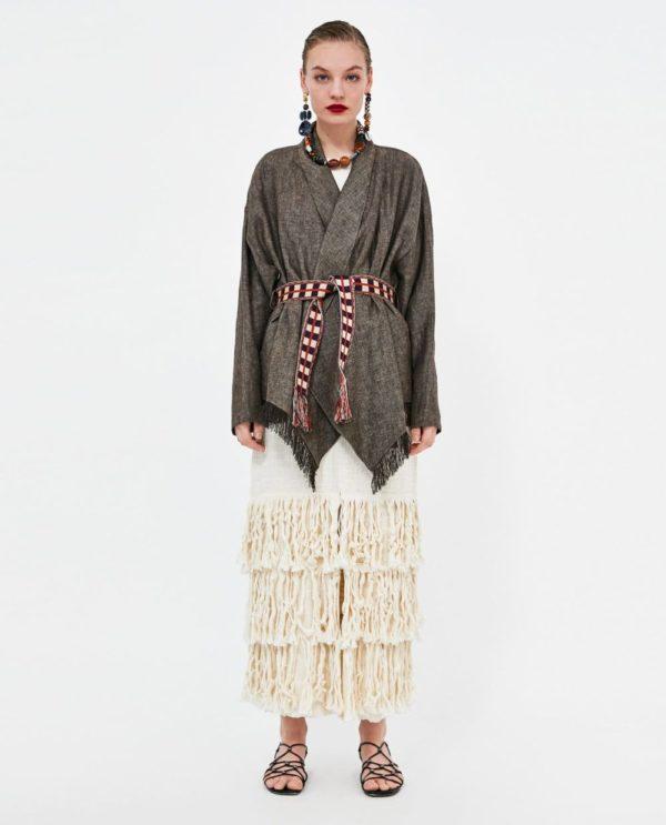 стильные луки 2020-2021: с платьем с бахромой