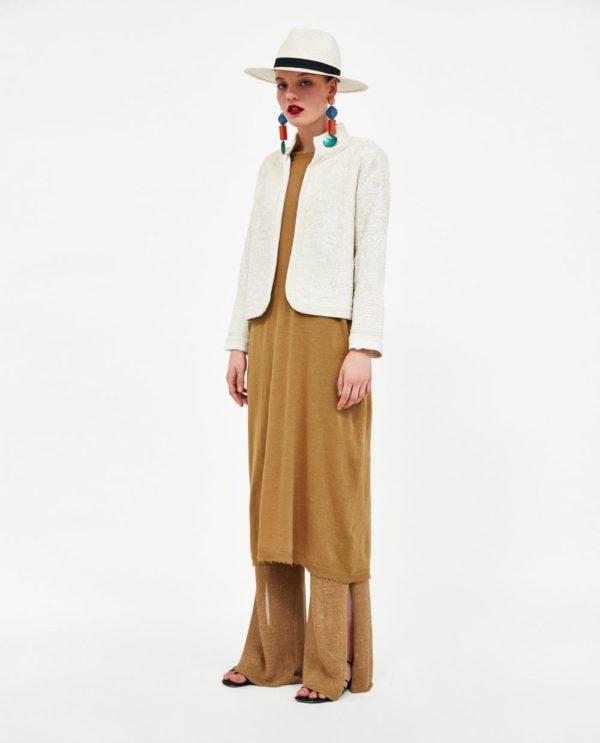 Модный лук 2020 с желтыми брюками и пиджаком