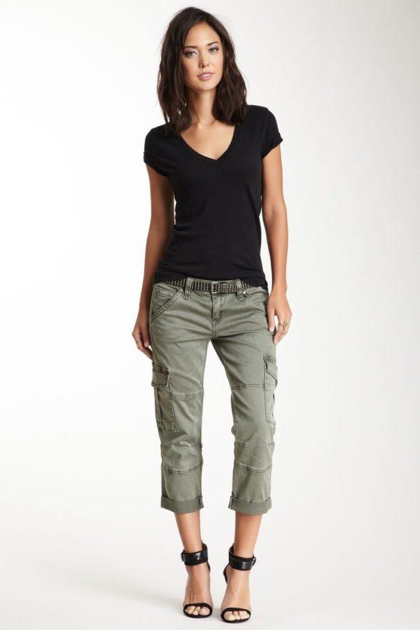 укороченные женские брюки с чем носить: капри зеленые