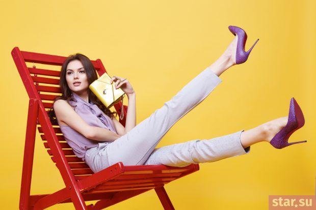с чем носить укороченные брюки: фиолетовый лук