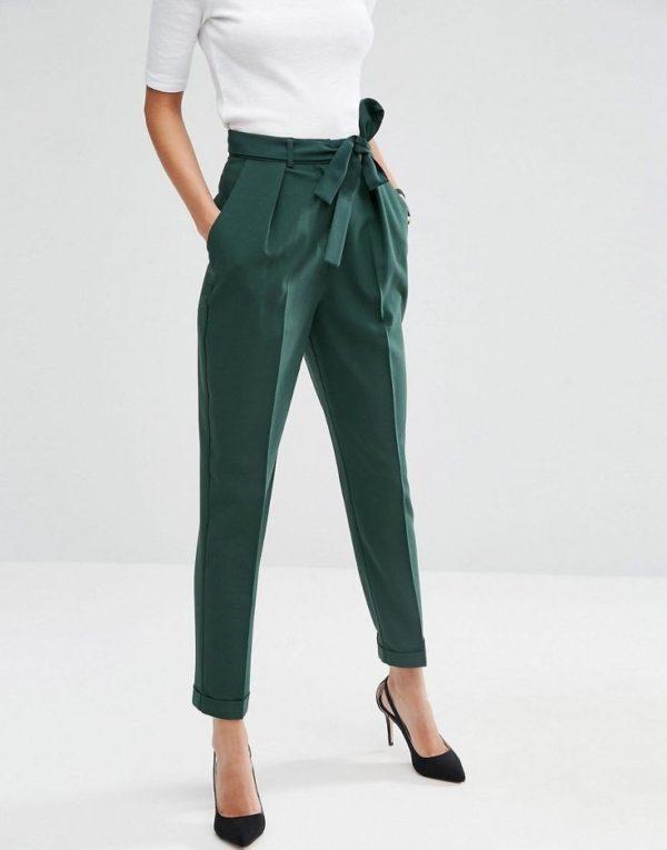 укороченные женские брюки с чем носить: чинос зеленые