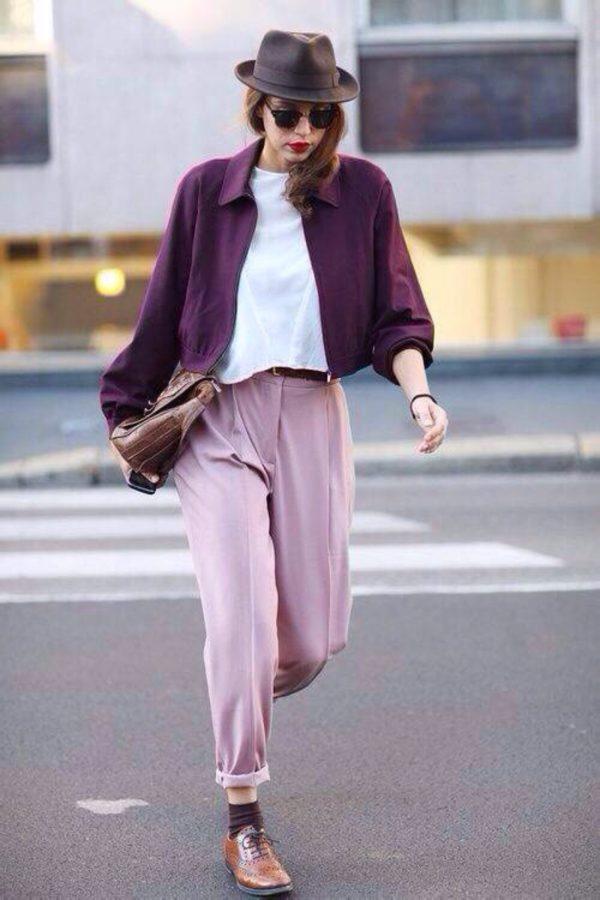 с чем носить укороченные брюки: бананы розовые