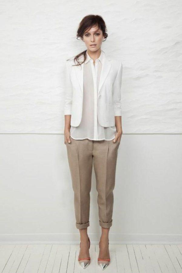 с чем носить укороченные брюки: бананы коричневые