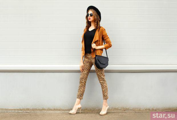 с чем носить укороченные брюки: леопардовый лук
