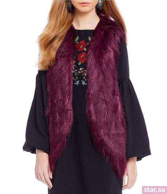 Удлиненный фиолетовый жилет без рукавов зимой