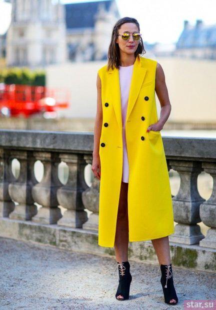 Удлиненный желтый жилет без рукавов