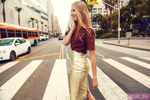 модные образы лето 2019: юбка золотистая
