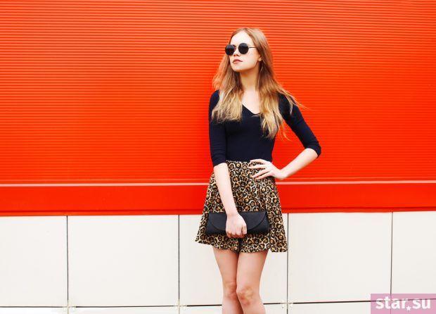 модные летние образы 2019: юбка короткая с принтом