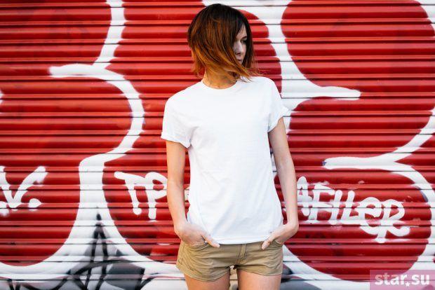 футболка белая коричневые шорты