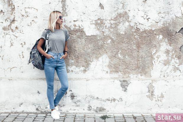 джинсы синие футболка серая