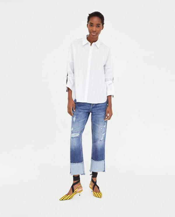 синие джинсы с подворотом белая рубашка