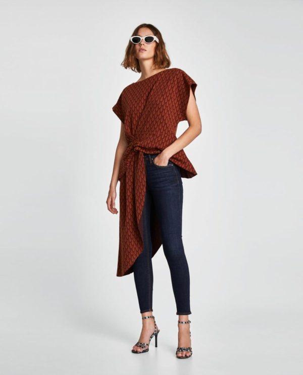 синие джинсы узкие красная рубаха