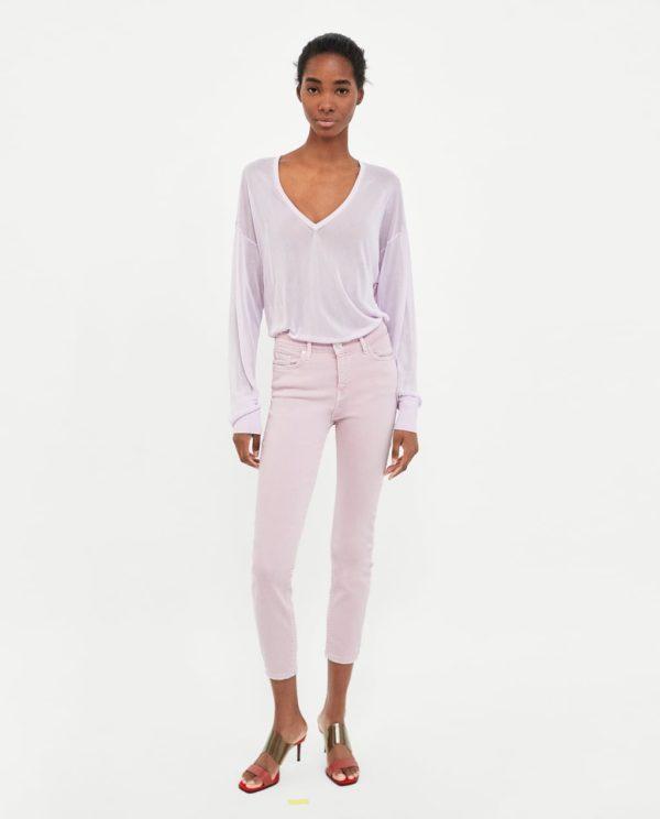 розовые джинсы рубашка