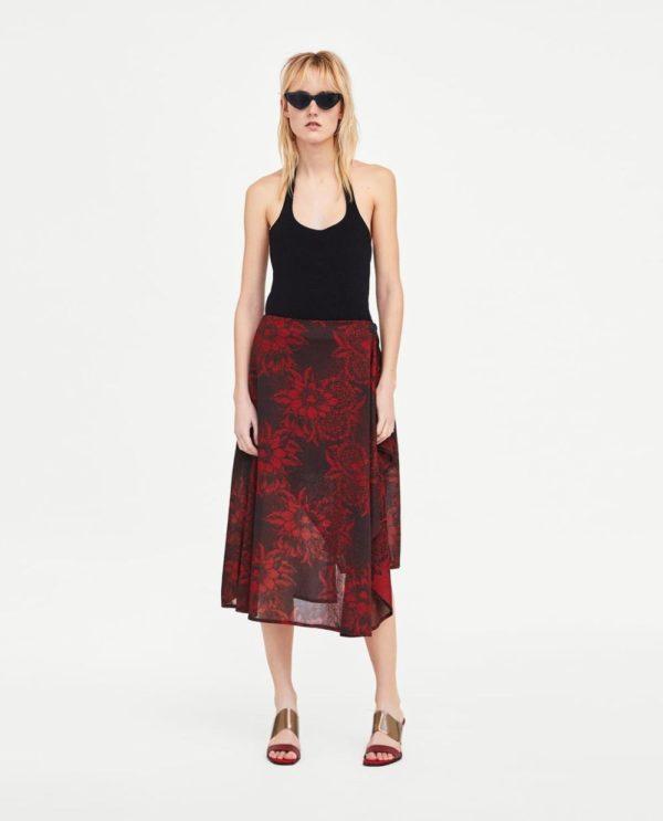 черная юбка с цветком