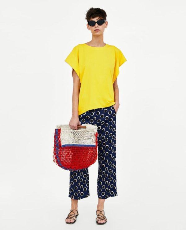 желтая футболка синие штаны