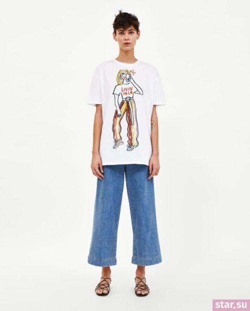 футболка с принтом синие штаны