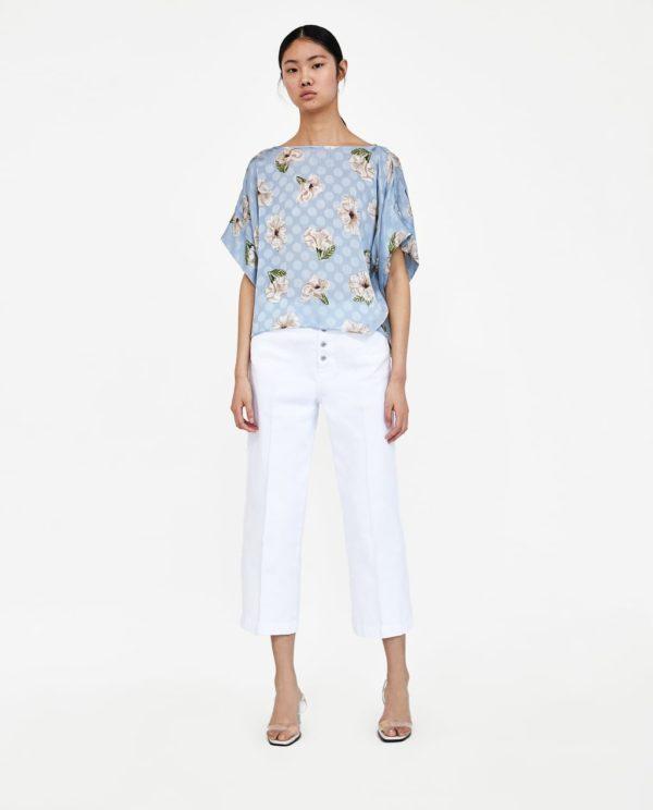 Модная блузка из шифона 2020 года: голубая в цветочек