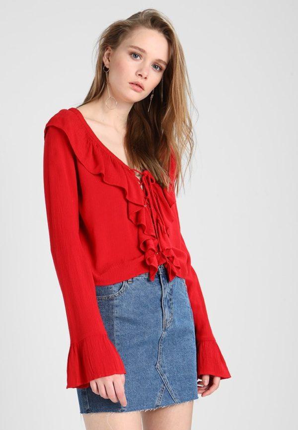 шифоновая блузка: красная с воланами и рюшами