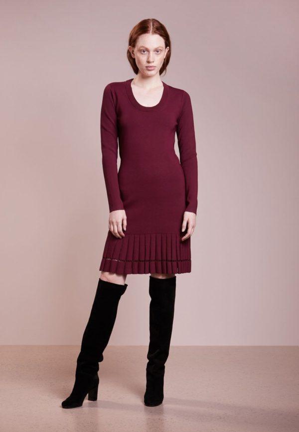 платья на каждый день: бордовое осень зима