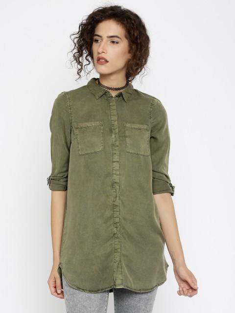 модная женская рубашка: Удлиненная зеленая