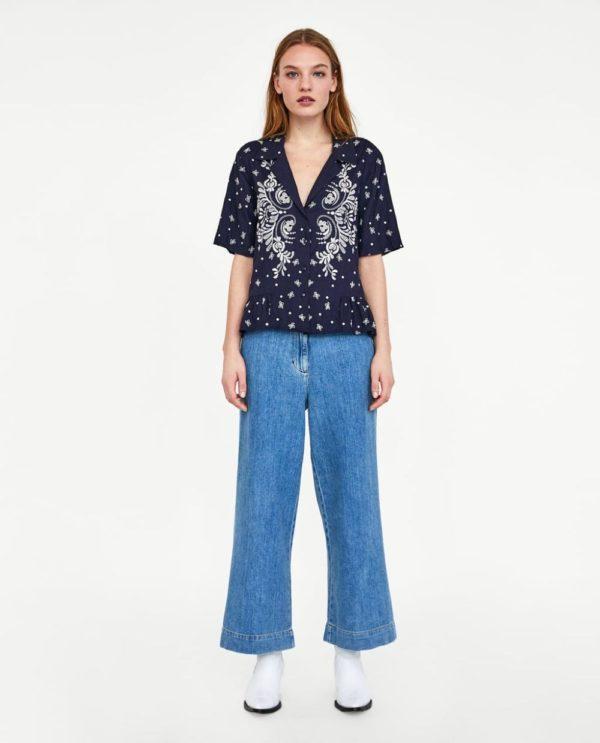 Модные женские рубашки 2018-2019: синяя с принтом