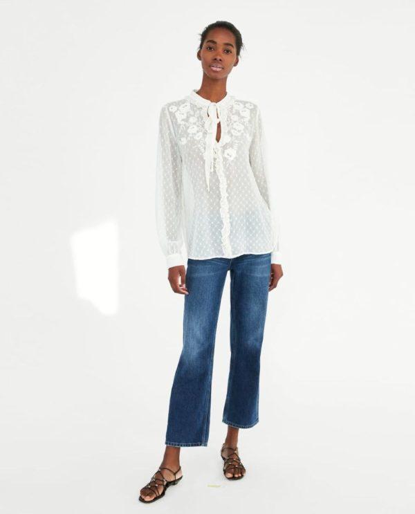 модная женская рубашка: белая с узорами