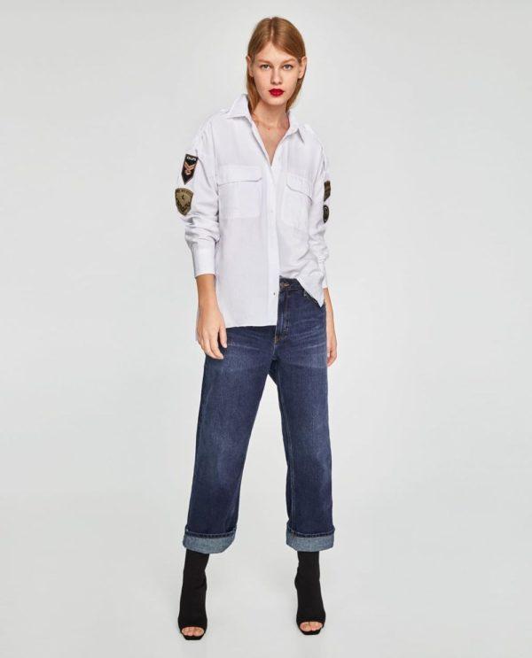 модная женская рубашка: Удлиненная белая с нашивкой