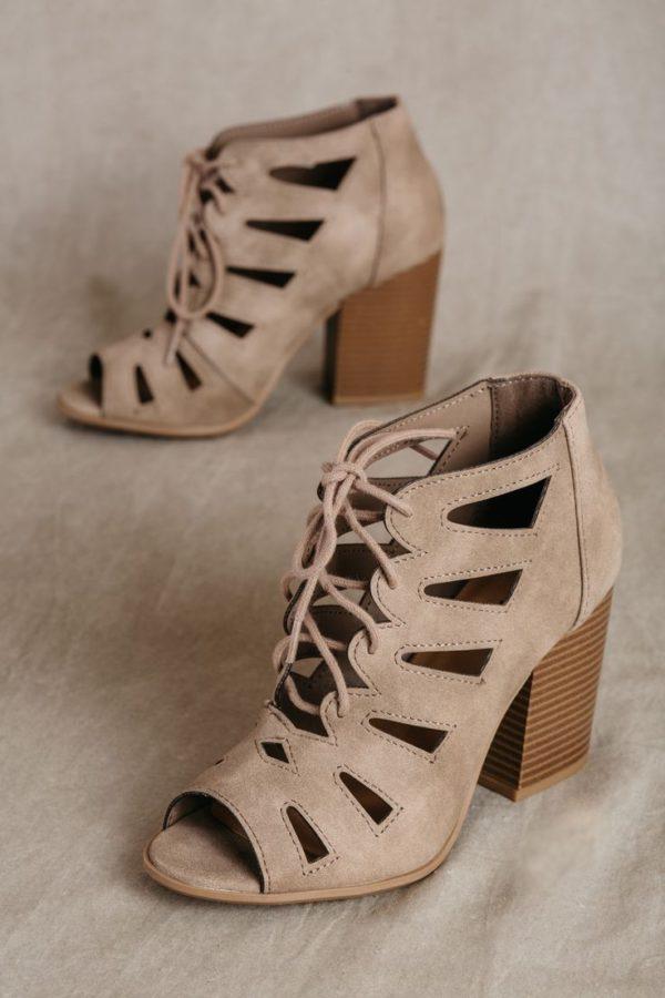 Модные женские туфли: серые на толстом каблуке