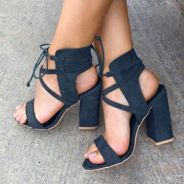 Модные женские туфли: синие на толстом каблуке