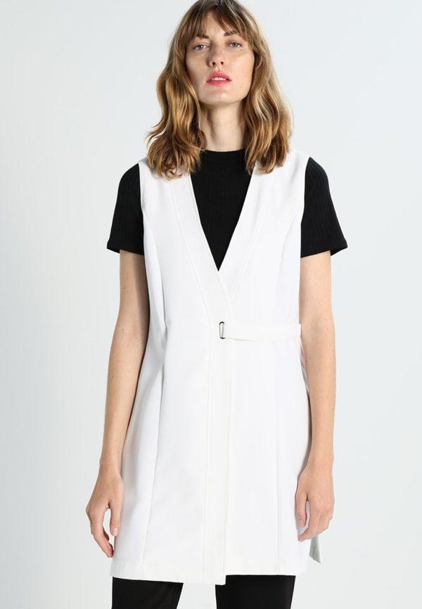 женские пиджаки: белый без рукавов с поясом