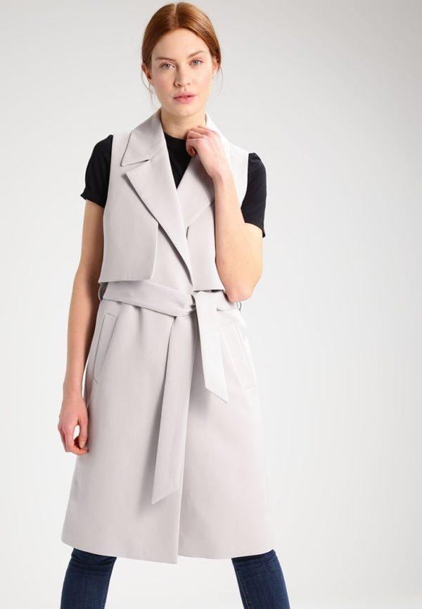 женские пиджаки: без рукавов светлый с поясом