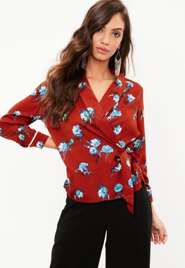женские пиджаки: красный под пояс принтом