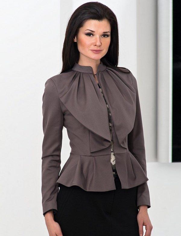 женские пиджаки: пеплум серый