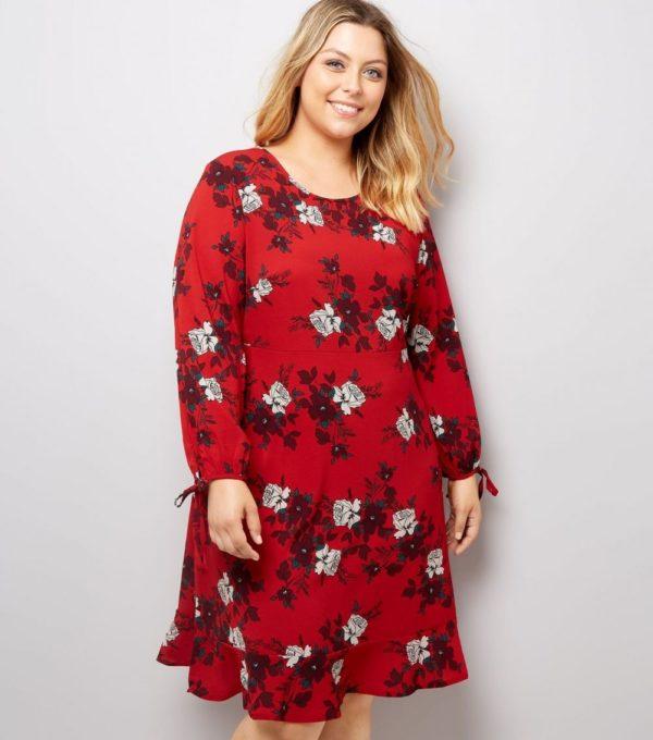 Платья 2018-2019: красное для полных с цветами
