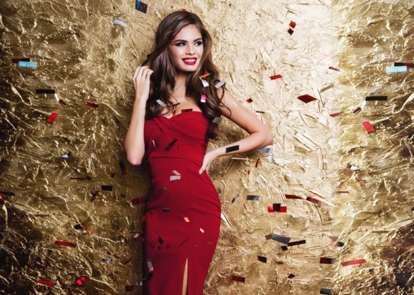 платья на выпускной 2019: красное