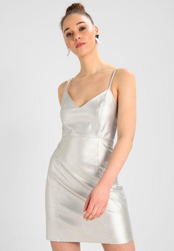 Выпускные платья: Короткое серебристое