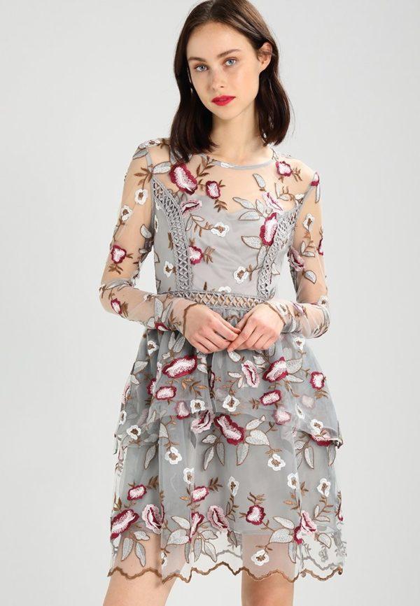 Выпускные платья: Короткое ажурное в цветочек