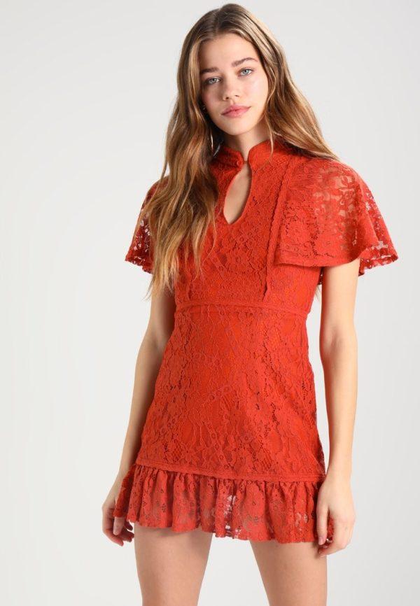 Выпускные платья: Короткое красное кружевное