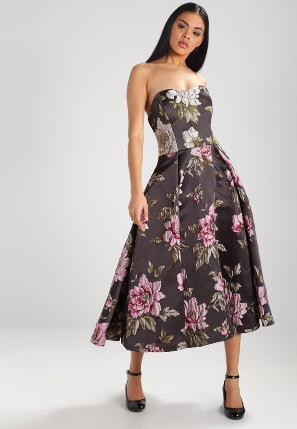 Выпускное платье: серое коктейльное с принтом