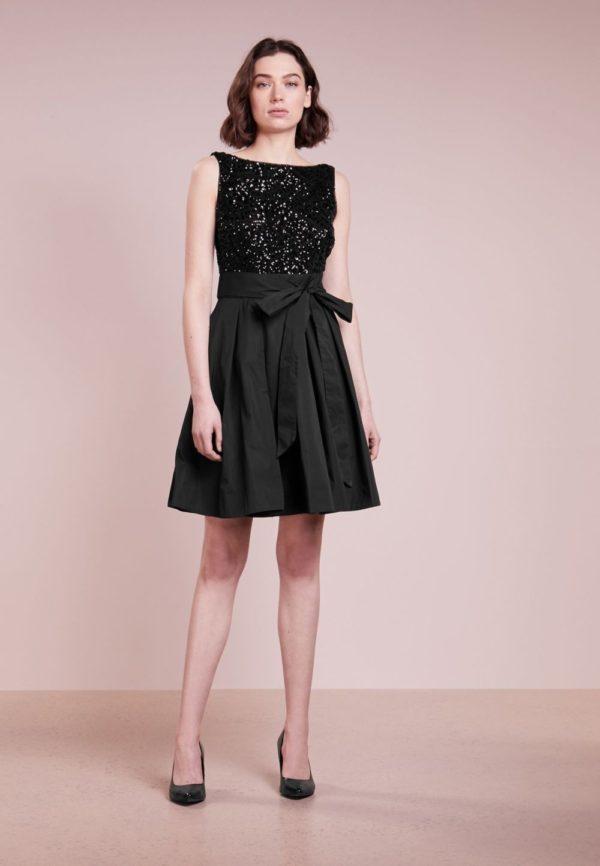 Выпускное платье: Короткое черное с бантом