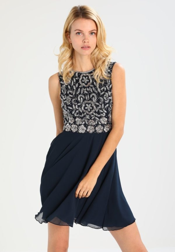 Выпускное платье: Короткое темное платье