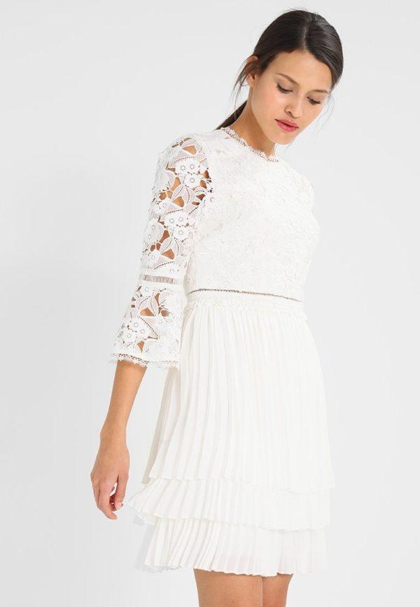 Выпускное платье: Короткое белое кружевное