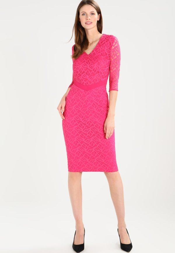 платья на выпускной: розовое футляр