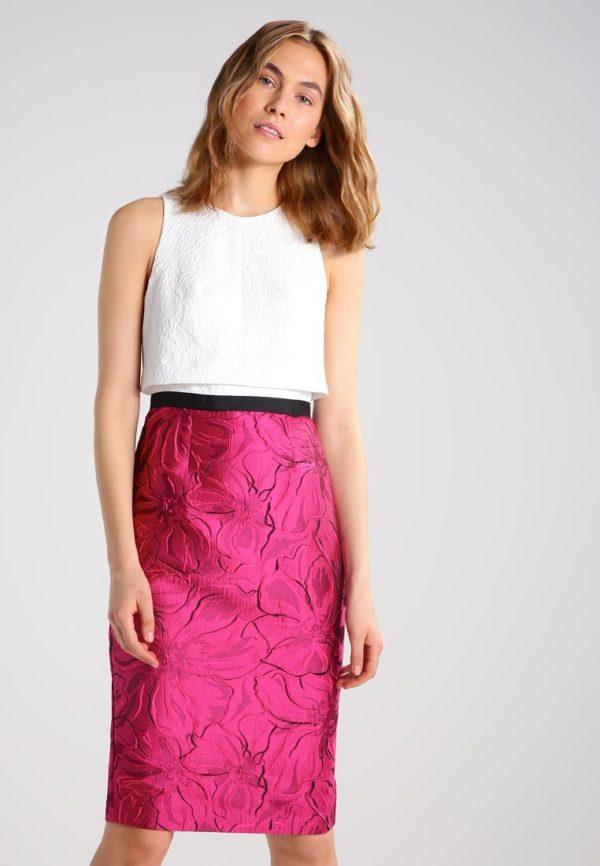 платья на выпускной: футляр розовое