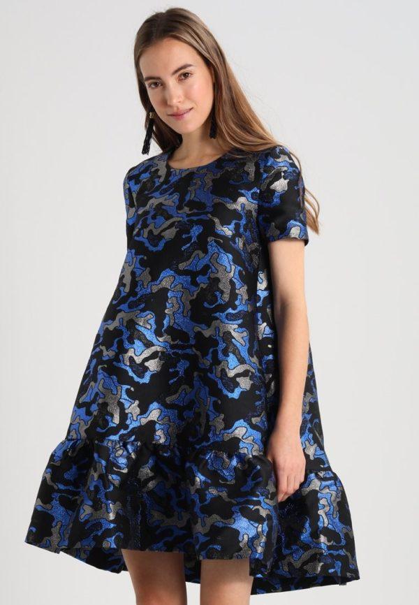 Выпускное платье: синее коктейльное с принтом
