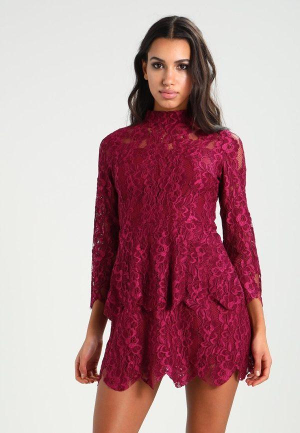Выпускное платье: коктейльное бордовое кружевное