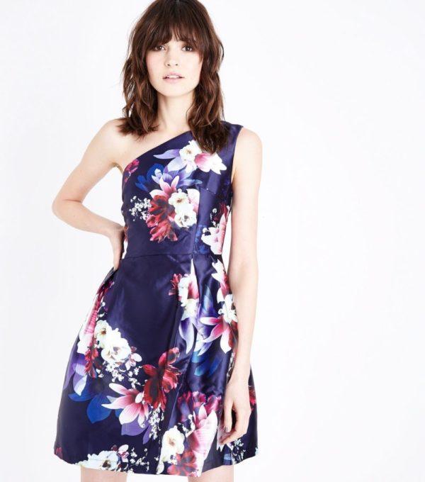 Платья на выпускной 2019 11 класс: синее в цветочек